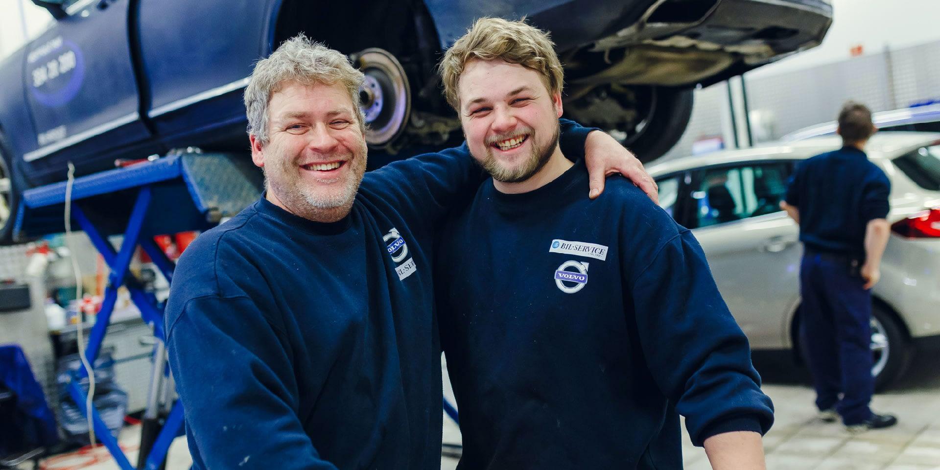 Glade ansatte hos Bilservice bilSpiten som jobber på verksted med service av bilder