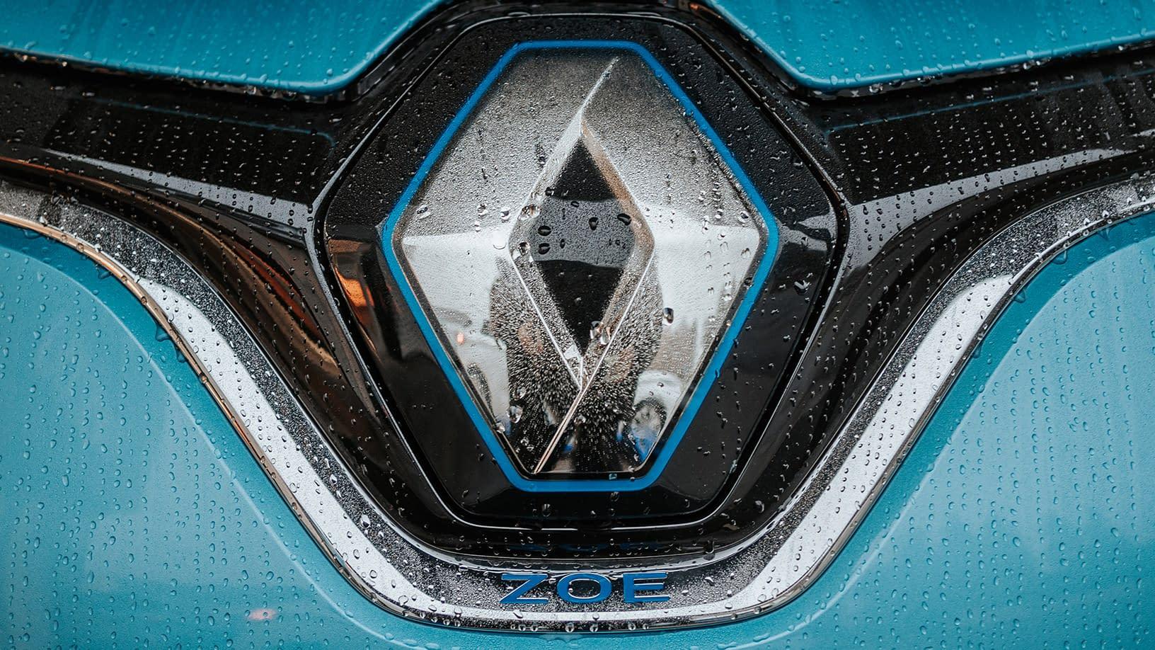 Bilde av fronten på en lyseblå Renault