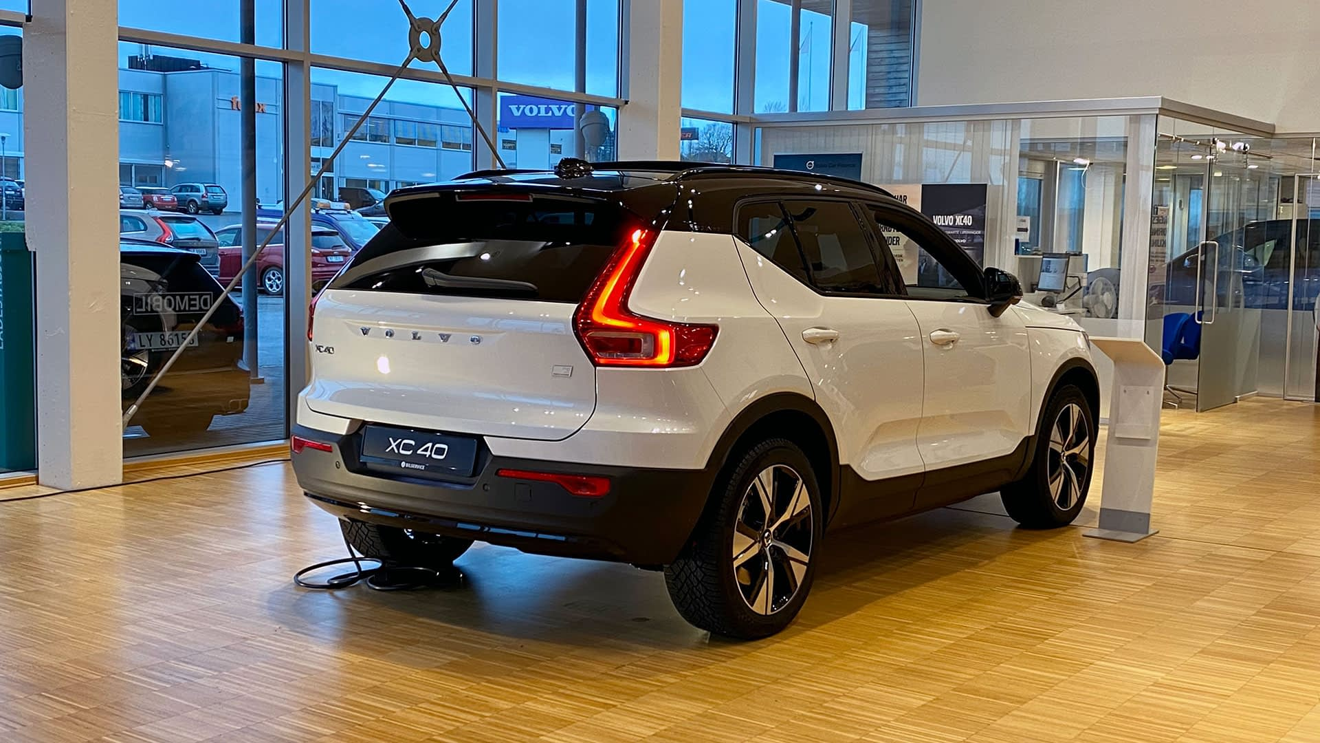 Volvo XC40 Recharge Pure Electric i butikken