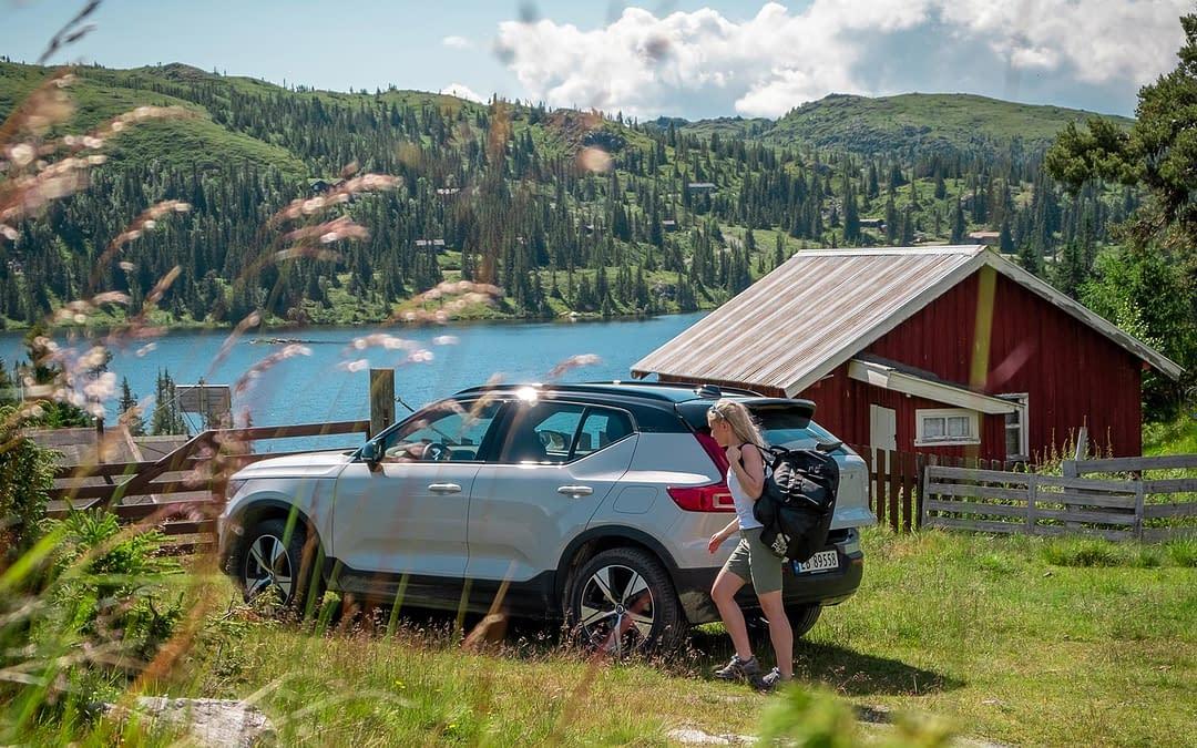 Volvo XC40 i norsk kulturlandskap