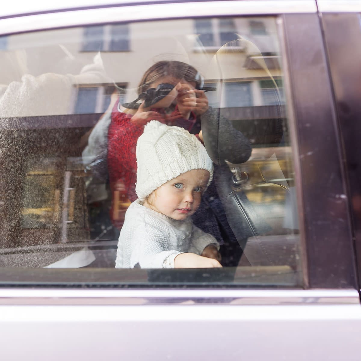 Retro bilde - Jente i bilvindu