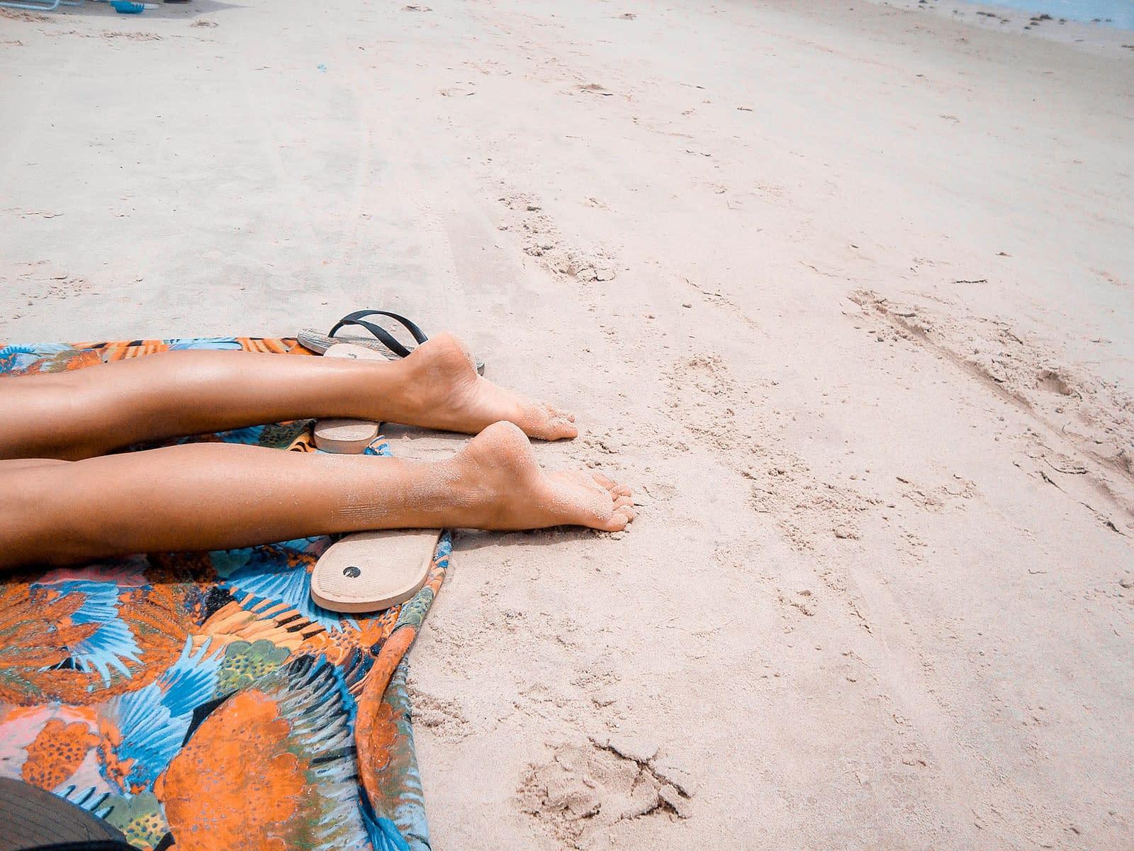 Føtter på strand