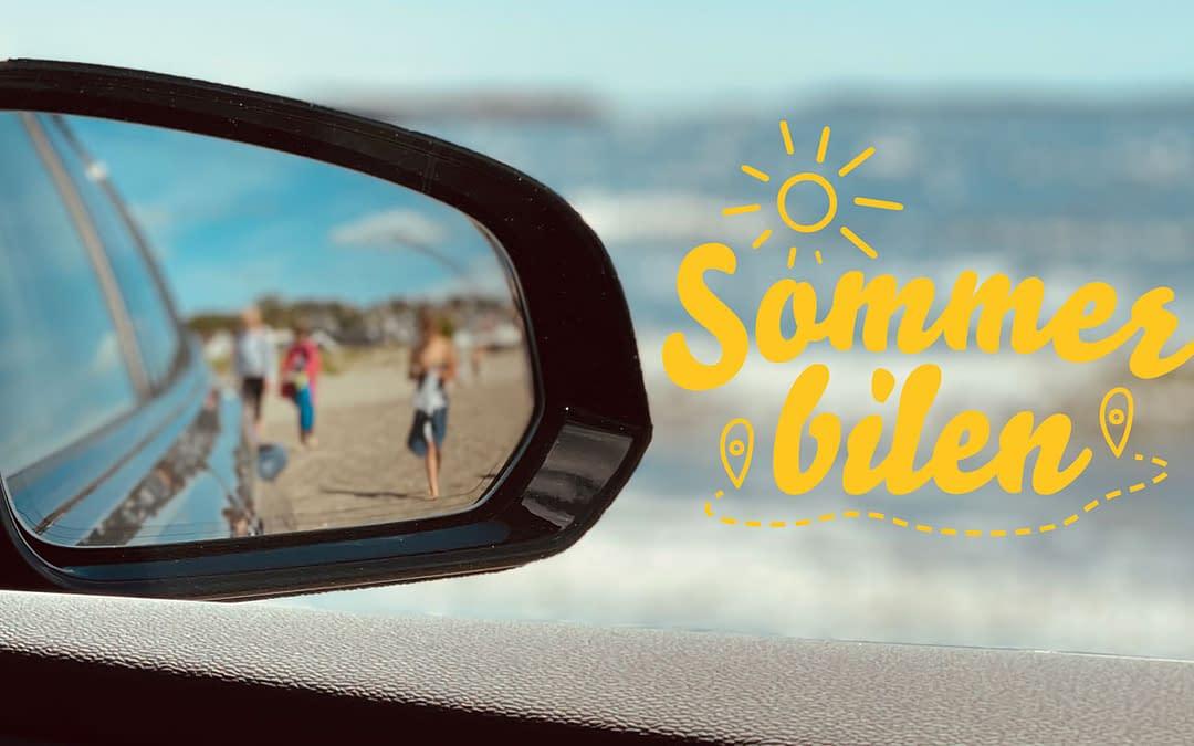 Personer på strand i speil